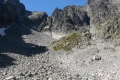 rumowisko skalne Baraniej Kotlinki z widoczną po lewej przełęczą Baranią