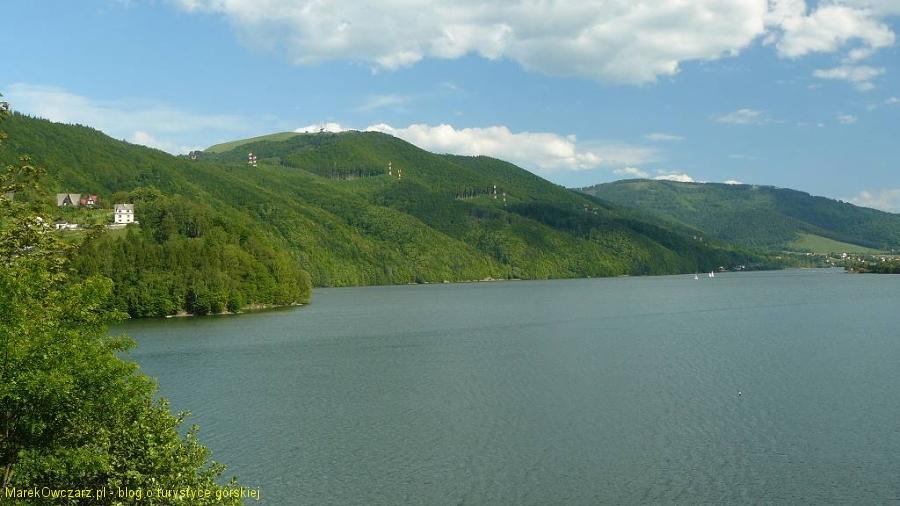 góra Żar góruje nad zalewem
