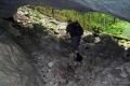 w jaskini skąd wypływa wodospad