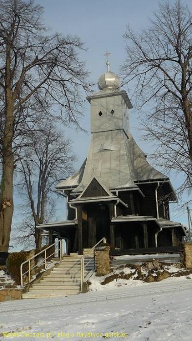 zabytkowy kościółek na Podchełmiu