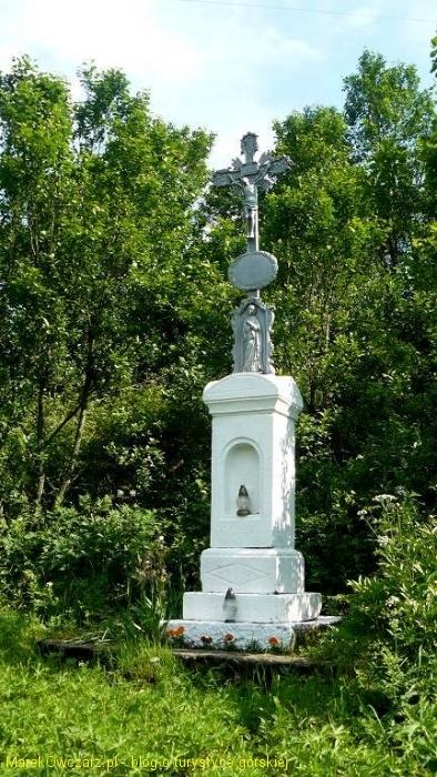 krzyż przydrożny we wsi Duszatyn