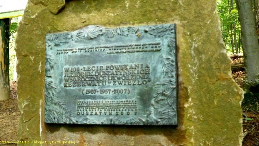 tablica upamiętniająca 100-lecie powstania jeziorek