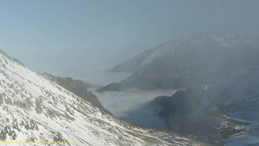 chmury i mgła osaczają Tatry