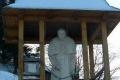 pomnik Jana Pawła II poniżej schroniska