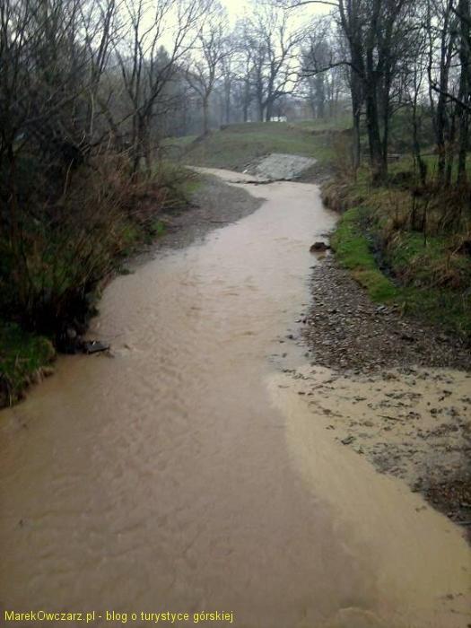 potok górski po burzy