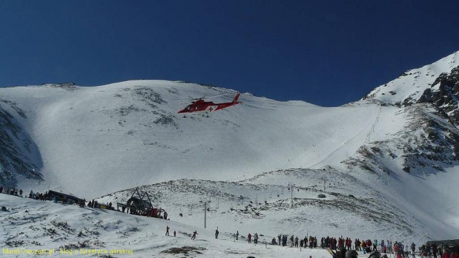 helikopter przyziemia poniżej Łomnickiej przełęczy