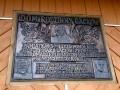 tablica na polanie na domu rodzinnym Gacków