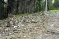 kamienne kopczyki na szlaku
