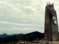 obelisk na szczycie