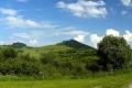 góra Zamok z ruinami zamku góruje nad wsią Kamenica