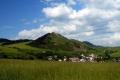 góra zamkowa nad wsią Kamenica