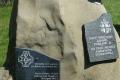 kamienny obelisk upamiętniający JPII na Błyszczu