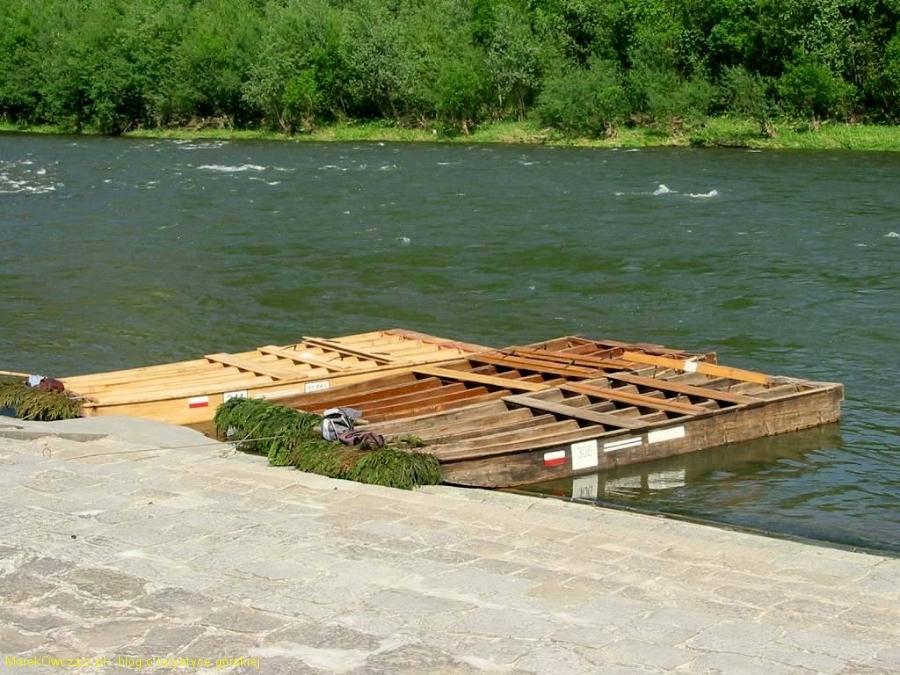 tratwy do spływu czekają w Sromowcach Wyżnych