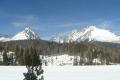 skocznia narciarska wprowadza jakby w dolinę Młynicką