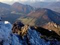 Dolina Vratna z widoczną cieśniawą między masywem Bobotów i Sokolia