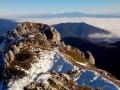 ścieżka szczytowa z oceanem chmur, Tatrami, Choczem w tle