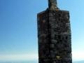 stary obelisk na szczycie Śnieżki