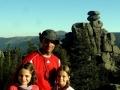 Marcogor i młode turystki przy Pielgrzymach