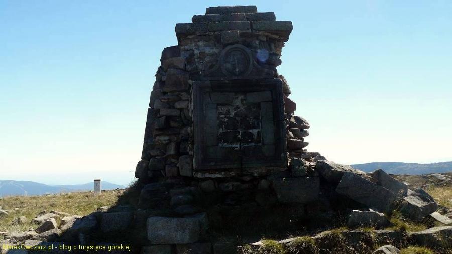 obelisk na szczycie Wielkiego Szyszaka