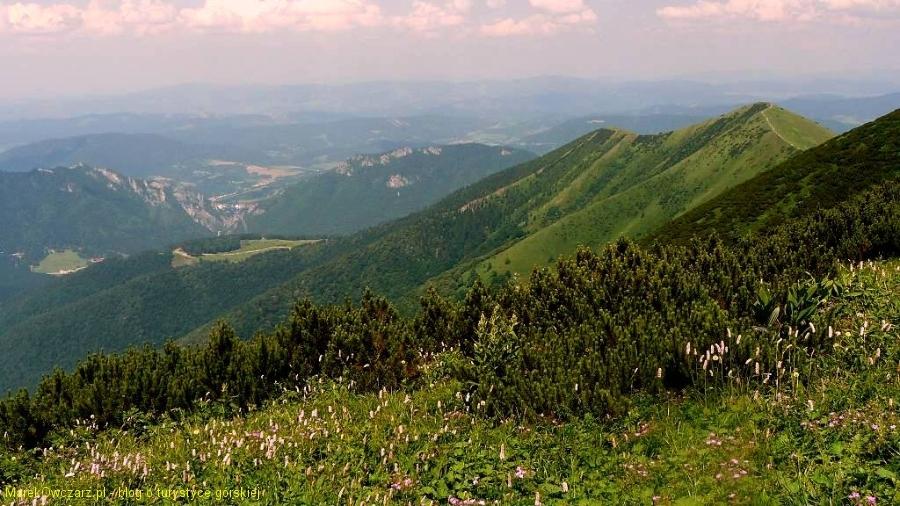 widok na Płd.Grun i skalną bramę doliny Wratnej