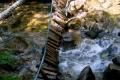 oberwany mostek przy chacie przy wodospadzie