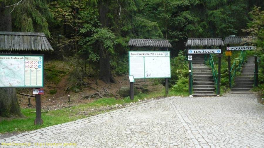 początek i koniec ścieżki przez labirynt skalny