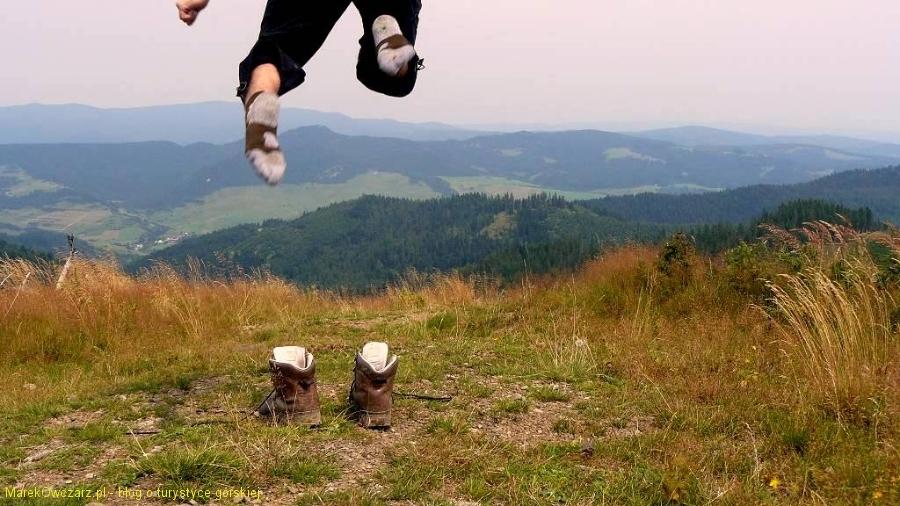 ktoś wyskoczył z radości z butów