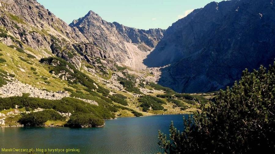 spojrzenie na Dolinę Piarżystą znad stawu