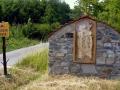 początek drogi krzyżowej we wsi