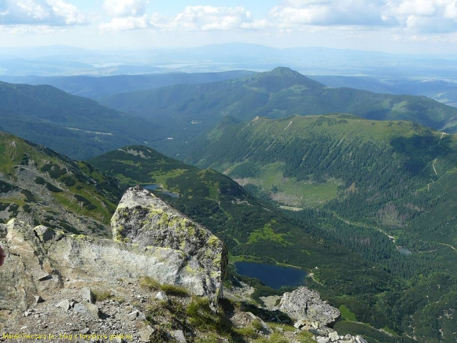 spojrzenie na Rohackie stawy, Osobitą, za nią Babia Góra