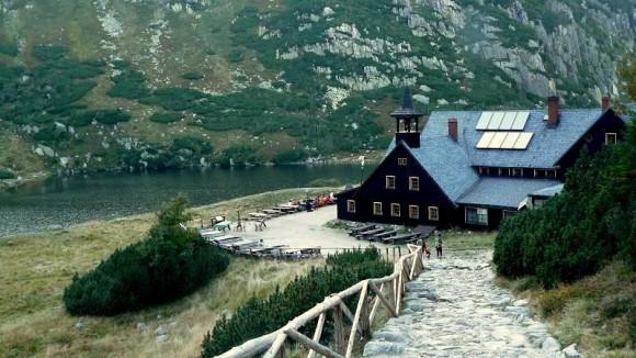schronisko Samotnia i Mały Staw- być może najbardziej klimatyczne miejsce Karkonoszy