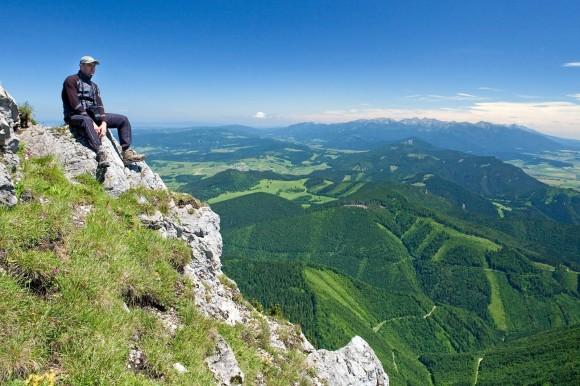 na Wielkim Choczu-Góry Choczańskie, w tle Tatry, foto by WiktorBubniak.pl