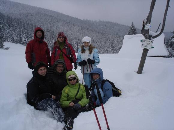 ekipa w zaspach śnieżnych na Rusinowej Polanie