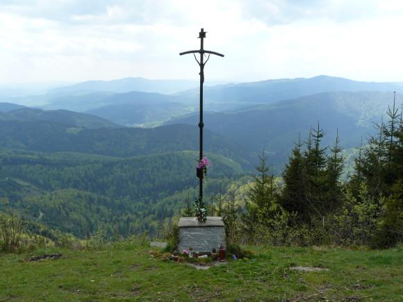 krzyż na Mogielicy, z panoramą Beskidzkich Wysp