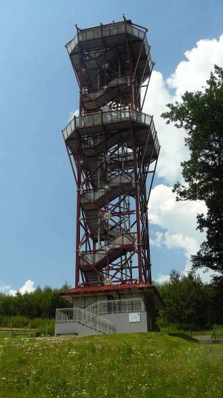 wieża w Trzcinicy z bliska
