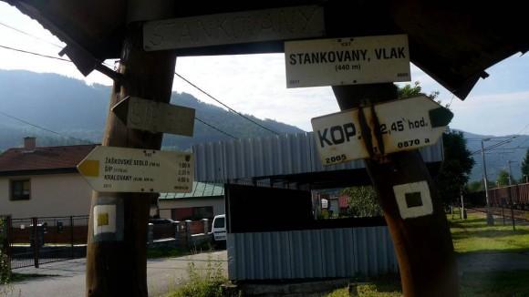 początek szlaku we wsi Stankovany