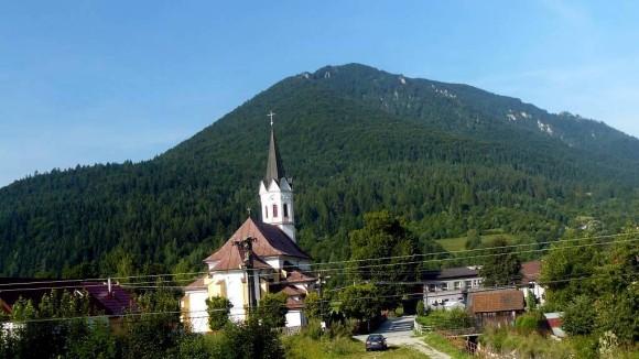 masyw Sipa widziany ze wsi Stankovany