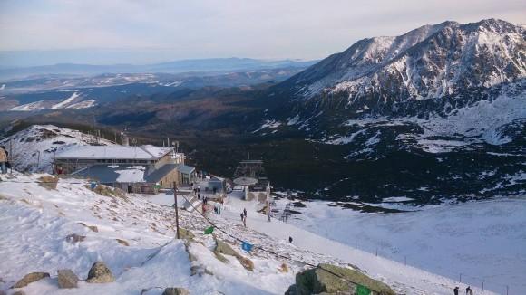 górna stacja kolejki na Kasprowym Wierchu, w tle Żółta Turnia i Koszysta