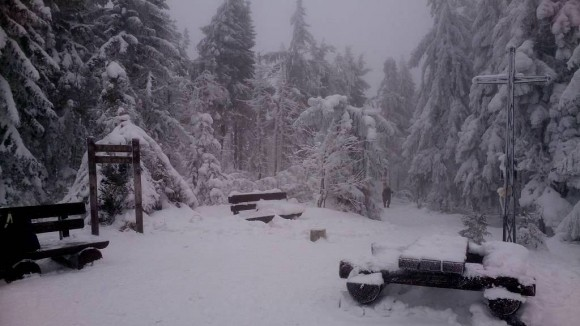 zimowy widoczek na szczycie Turbacza