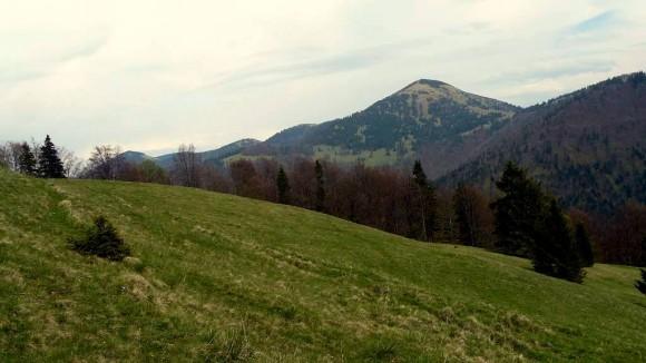 widok na Rakytov, czyli nasz jutrzejszy cel z łąk poniżej Czarnego Kamienia