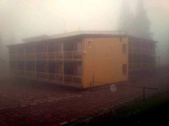 górski hotel Smrekovica we mgle