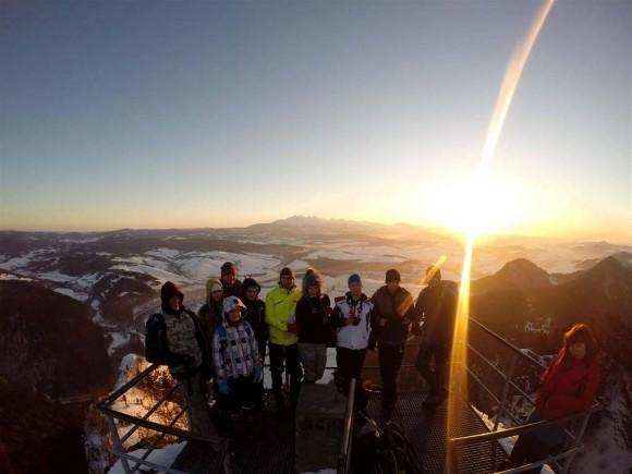 ekipa GGG na platformie widokowej na Okrąglicy