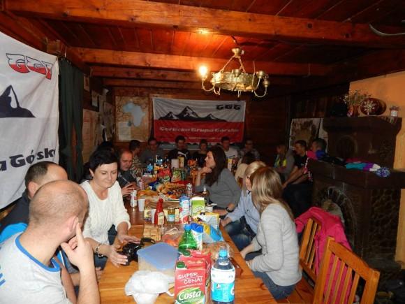 integracja grupy w bacówce Bartne, czyli bardzo miły sobotni wieczór