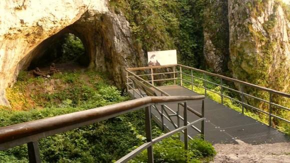 rekonstrukcja obozowiska neandertalczyków przy Jaskini Ciemnej