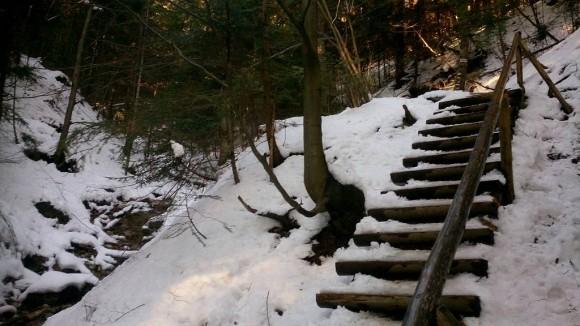 sztuczne ułatwienia na trasie na przełęcz Szopka