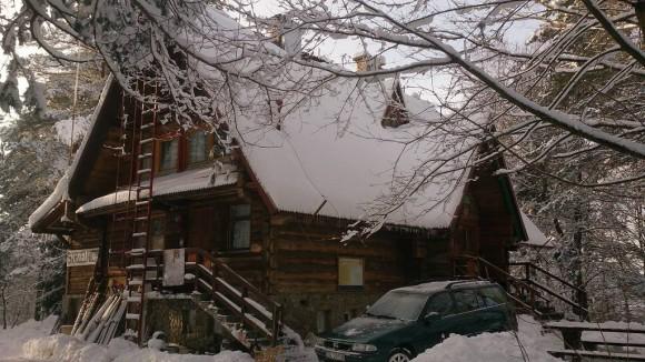 Bacówka w Bartnem zimową porą