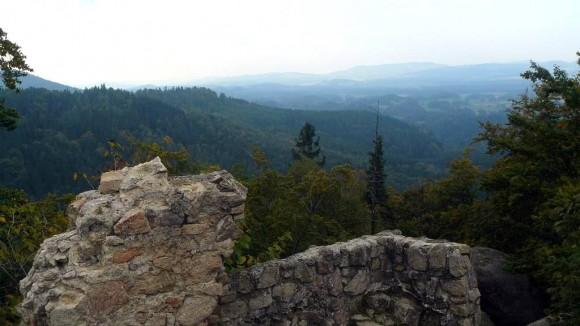 panorama z zamku Bolczów w stronę Karkonoszy