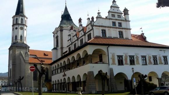 Renesansowy ratusz i gotycki kościół św. Jakuba