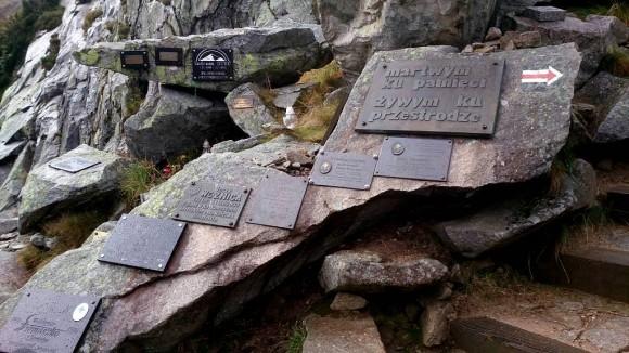 symboliczny cmentarz ofiar gór w Kotle Łomniczki