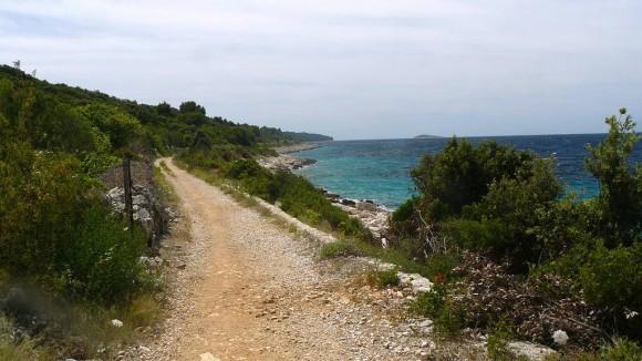 droga rowerowa wokół wzniesienia Kremik nad Morzem Adriatyckim